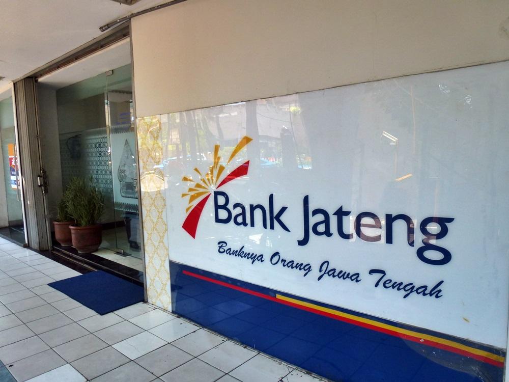 Bank Jateng di Plasa Simpanglima Semarang