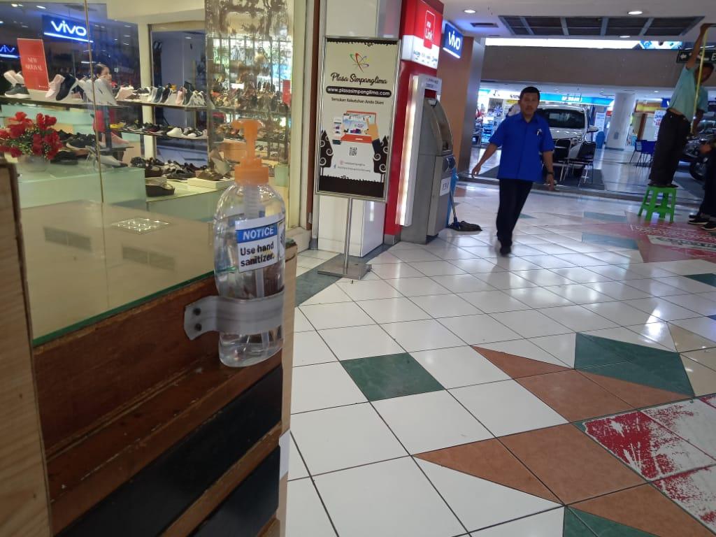 Penyediaan Hand Sanitizer Dan Disinfecting Di Plasa Simpanglima Semarang